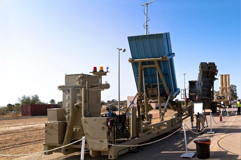 Sistemul de apărare din Israel: Iron Dome.