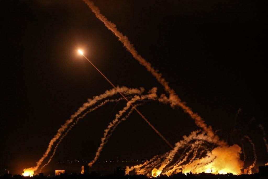 Rachete interceptate în timpul atacului dintre Israel și Fâșia Gaza.