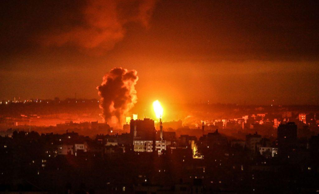 Explozie din timpul atacului dintre Israel și Fâșia Gaza.