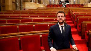 Noul primar al Cataloniei, Pere Aragones, este fotografiat într-o aulă