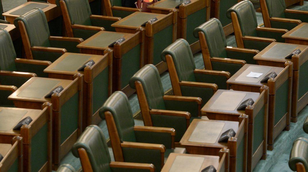 Parlamentul României gol.