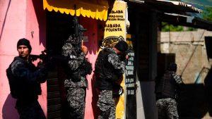 Zeci de morţi în Rio de Janeiro, în urma unui schimb de focuri între poliţie şi suspecţi