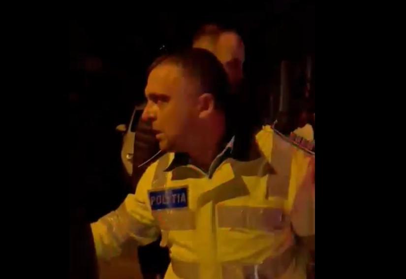 Mai mulți poliţişti, agresaţi de un grup de persoane: un agent a fost lovit cu capul în faţă. Cum a izbucnit scandalul VIDEO