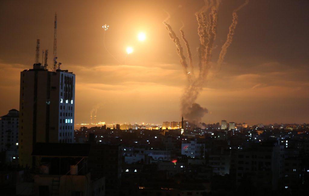 Rachete pe cer și explozii în conflictul dintre Israel și Fâșia Gaza.