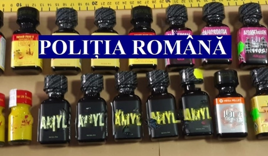 Mai multe sticluțe cu substanțe toxice care erau vândute pe post de odorizante de cameră