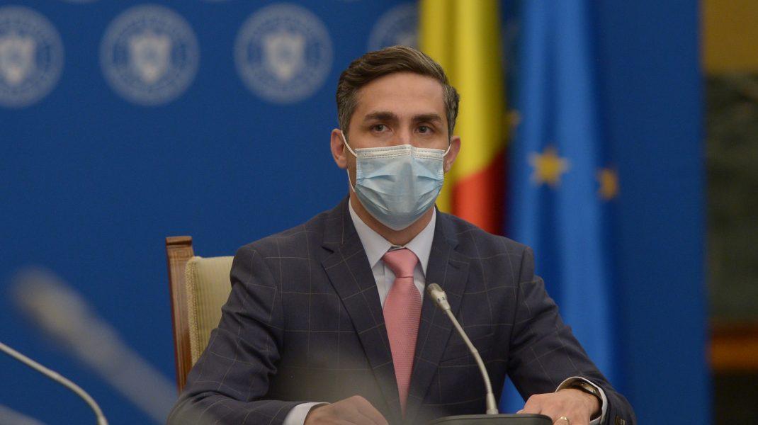 Valeriu Gheorghiță în timpul unei conferințe de presă.