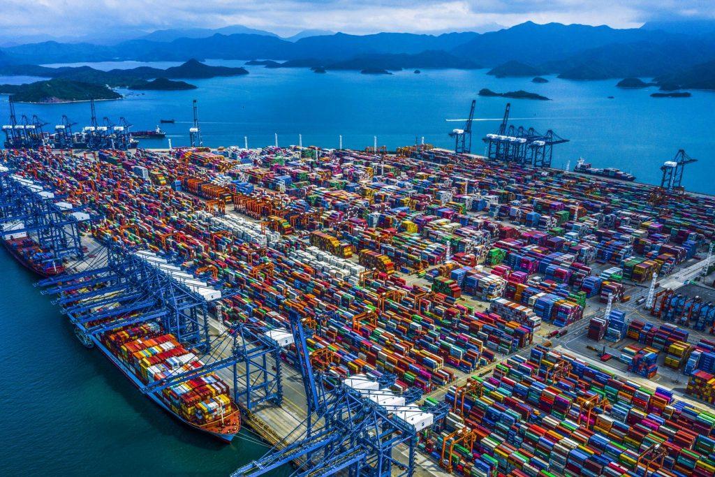 vedere aeriana cu portul yantian din china.