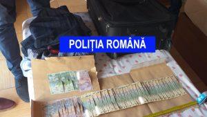 Trei bărbați, care se dădeau drept polițiști, intrau în casele oamenilor și furau bani. Cum arăta insigna. FOTO și VIDEO
