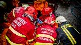 pompieri smurd intervin la un accident rutier.