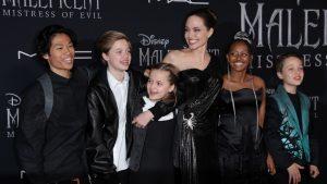 Celebrități care au adoptat copii vs. povești impresionante ale vedetelor care au fost înfiate în copilărie