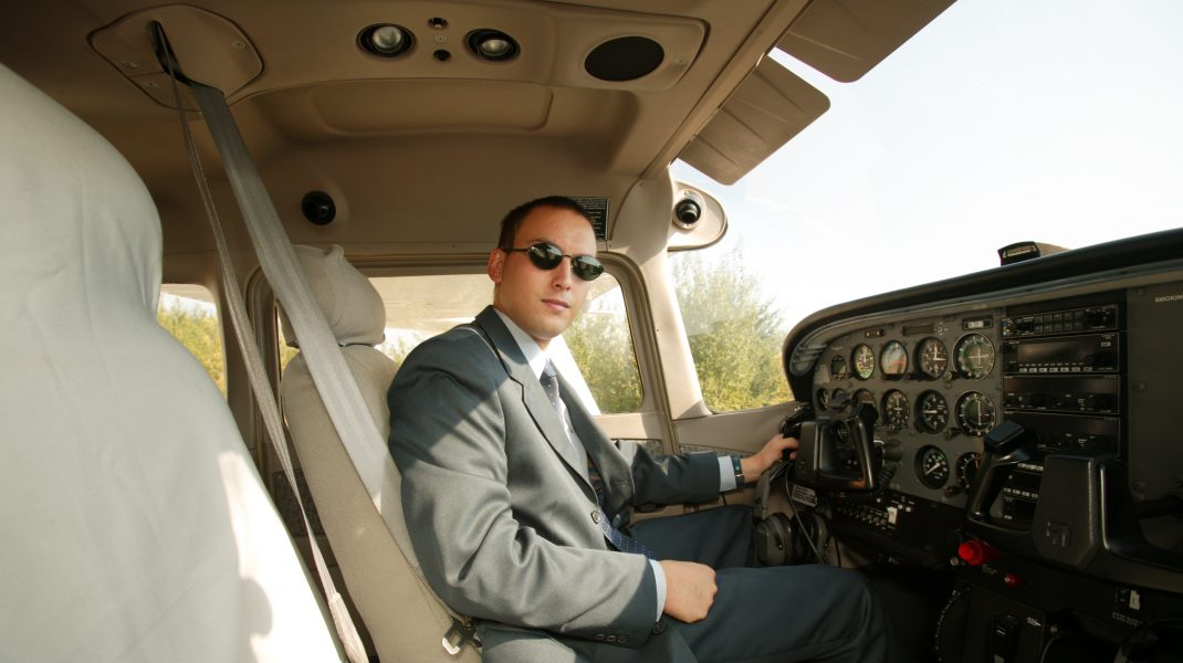 Cătălin Radu Prunariu, la manșa unui avion, în 2003.