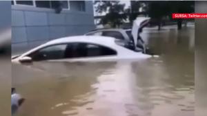 Stare de urgență într-un oraș din Crimeea, după ce a fost inundat. Apa a acoperit mașinile și ajunge în autobuze. VIDEO