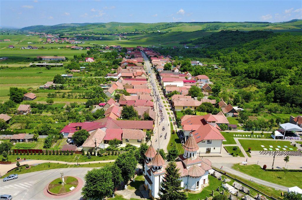 Comuna Ciugud văzută de sus într-o zi însorită.
