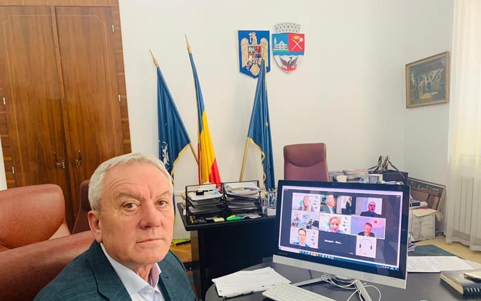 Constantin Toma, primarul municipiului Buzău, în biroul sau.