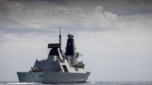 Distrugătorul britanic HMS Defender.