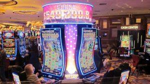 O călugăriţă a cheltuit peste 800.000 de dolari la jocuri de noroc, după ce a devalizat o şcoală. Pedeapsa primită
