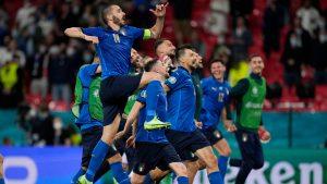 jucatorii italieni dupa victoria cu austria.