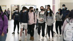 Excursie de final de an cu sute de elevi întreruptă de un focar de Covid-19. Cel puțin 268 de tineri sunt izolați