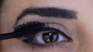 Produsele de make-up, contaminate cu substanțe toxice ca cele din teflon. Fondul de ten e pe listă