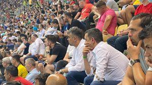 marcel ciolacu in tribuna la meciul franta - elvetia, pe arena nationala.