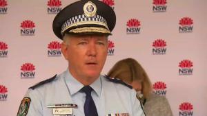 Polițist care vorbește despre situația celor doi australieni.