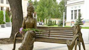 O statuie cu Veronica Micle, subiect de scandal la Chișinău: Încurajează misoginismul