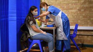 vaccinare covid tineri