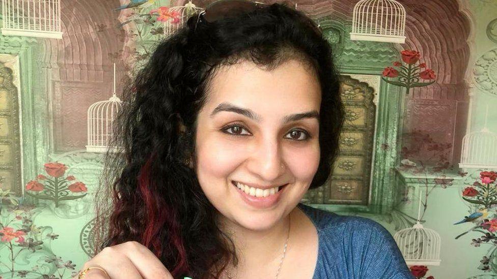 Hana Khan, una dintre femeile din India scoase la vânzare pe internet.