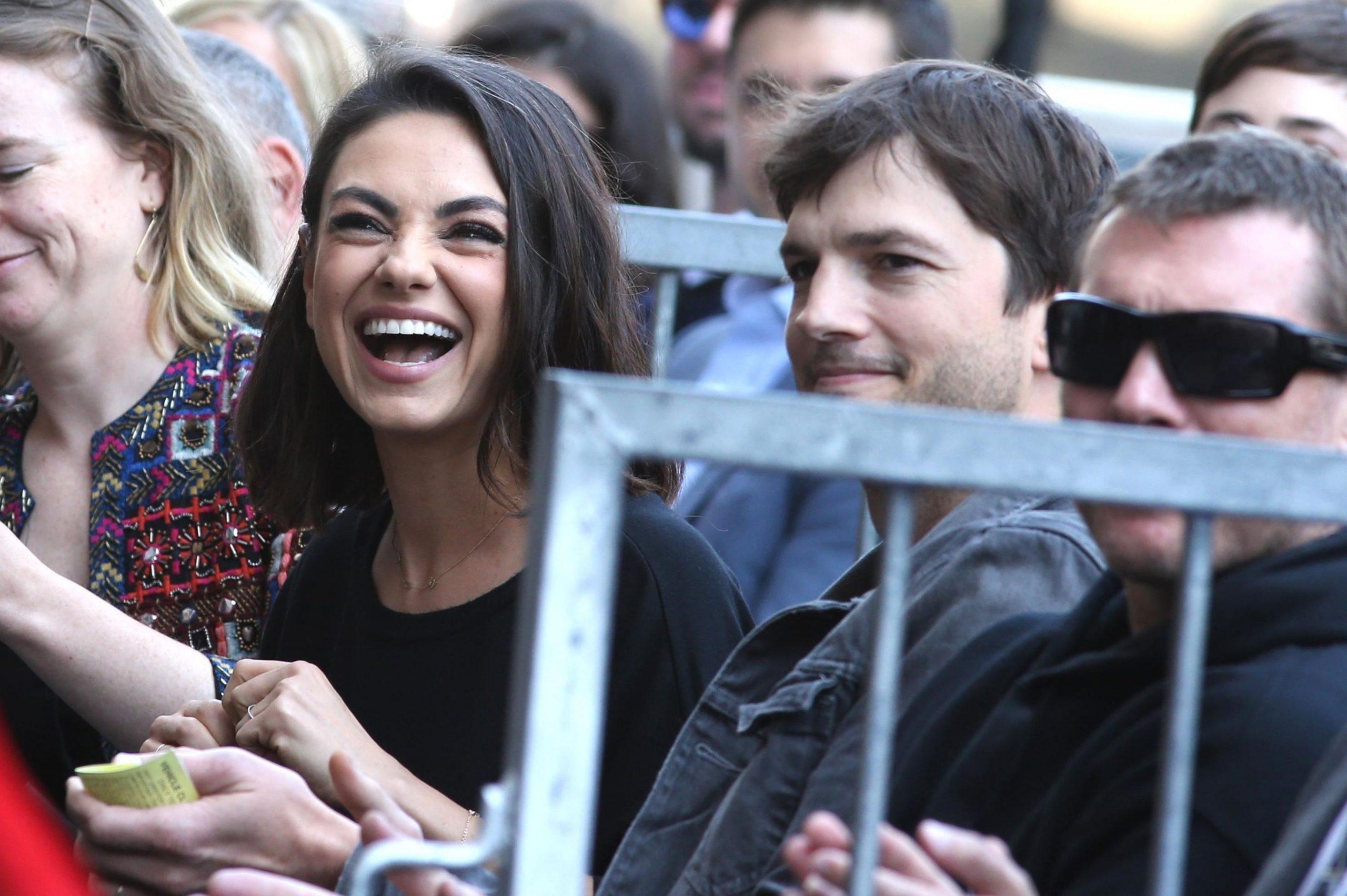 """Ashton Kutcher și Mila Kunis: """"Nu ne spălăm zilnic cu săpun. Pe copii îi spălăm doar când sunt vizibil murdari"""""""