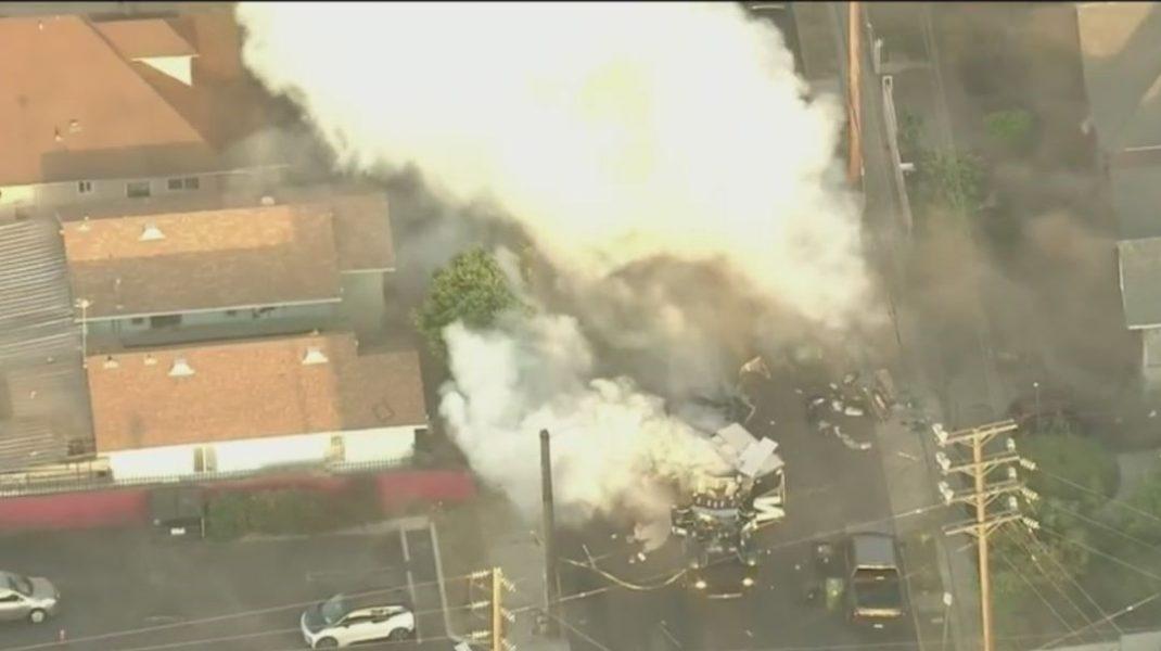 Explozie în Los Angeles, în timpul unei operaţiuni pirotehnice. Cel puţin 17 persoane rănite. FOTO și VIDEO