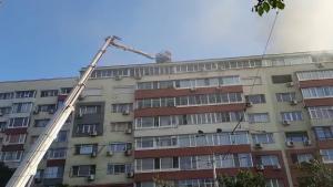 Incendiu într-un bloc din fața unui spital din București.