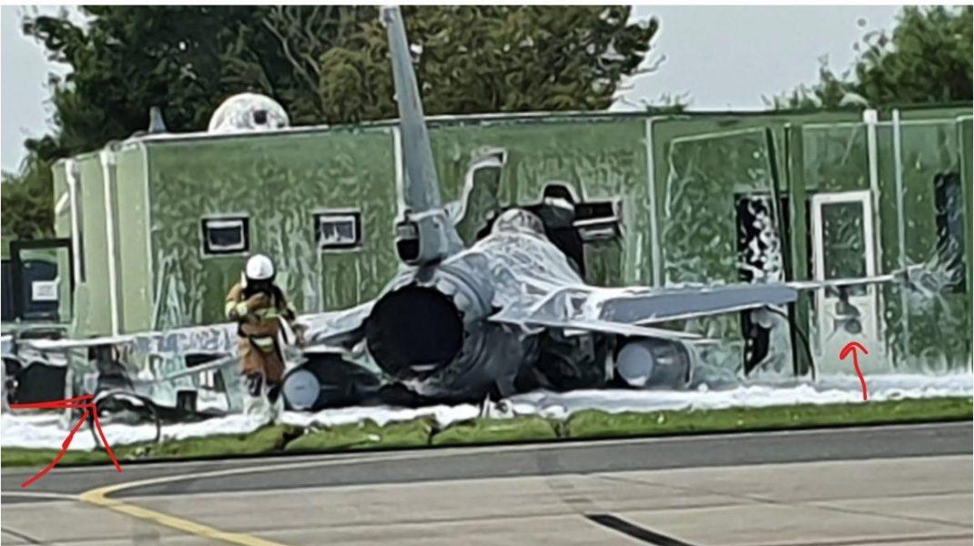 Incident aviatic la decolare. Un avion militar F16 a intrat într-o clădire din vecinătatea pistei. FOTO