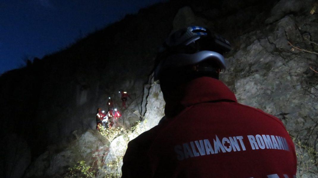 interventie salvamont noaptea pe munte.
