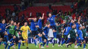bucuria jucatorilor italieni dupa victoria impotriva spaniei.