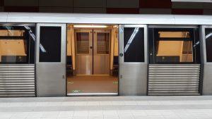 Una din cele 4 căi de acces de la metroul din Piața Unirii, închisă din cauza lucrărilor