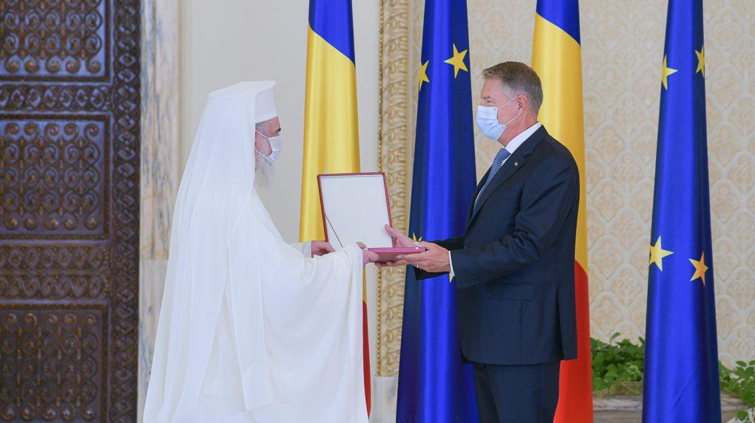 Patriarhul Daniel decorat de Președintele Klaus Iohannis.