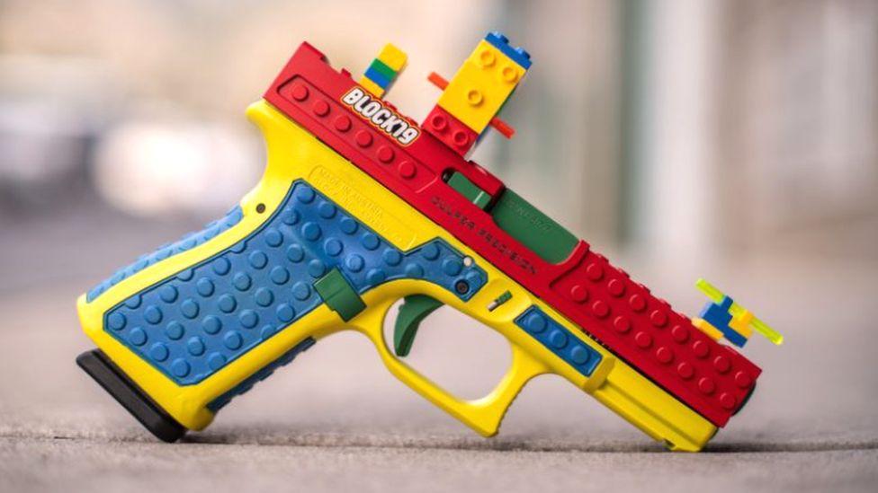 pistolul lego