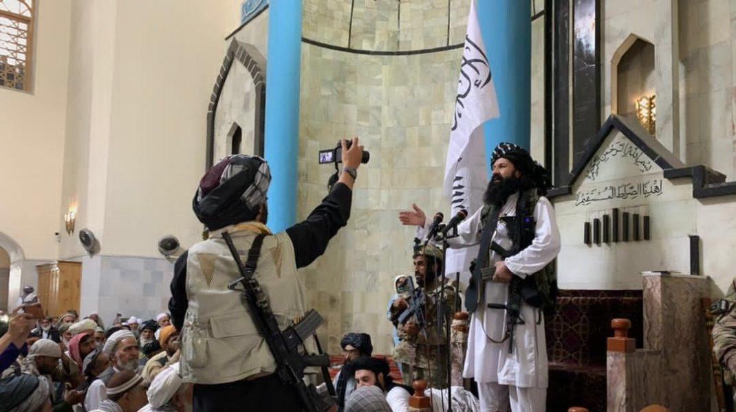 Khalil Haqqani în moscheea Pul-e-Khishti.