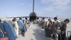 Explozie puternică la aeroportul din Kabul. Ar fi avut loc un atac sinucigaș
