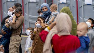 Cinci afgani transferaţi în Franţa sunt suspectaţi de legături cu insurgenţii talibani