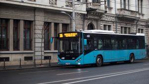 Autobuz electric pe străzile din București.