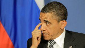 Barack Obama se scarpină la ochi.