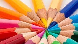 Creioane colorate.
