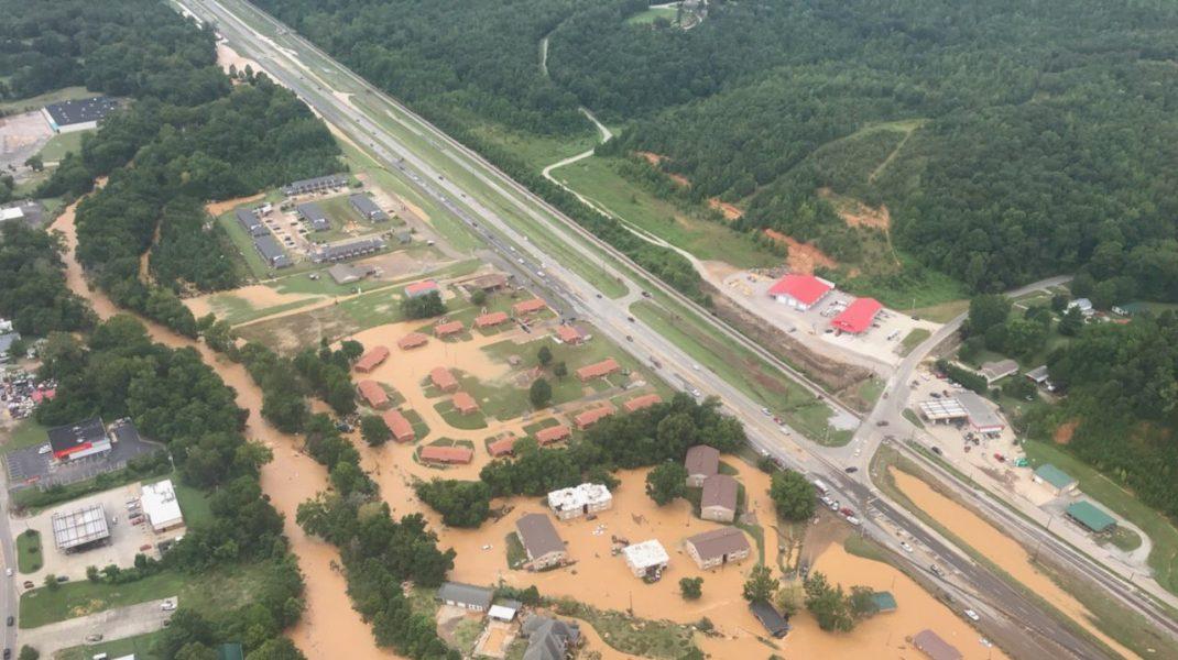 Inundații catastrofale în Tennessee. Cel puțin 10 persoane au murit. FOTO și VIDEOInundații catastrofale în Tennessee. Cel puțin 10 persoane au murit. FOTO și VIDEO