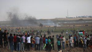 Israelul a atacat poziţii din Fâşia Gaza, după violenţe produse la graniţă, soldate cu zeci de răniţi