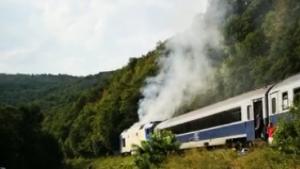 VIDEO. Încă o locomotivă a luat foc în mers. S-a întâmplat pe ruta Iași-Timișoara