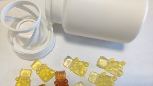 """Polidinul va fi disponibil și sub formă de capsule gelatinoase de tip ursuleţ. Foto: Institutul Național de Cercetare-Dezvoltare Medico-Militară """"Cantacuzino"""""""