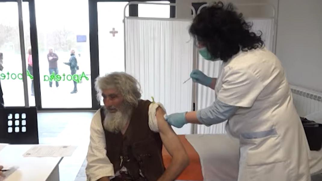 Panta Petrovic, bărbatul care stă în peșteră și care a ales să se vaccineze.