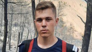Andor, pompierul de 20 de ani care a mers să stingă incendiile în Grecia.