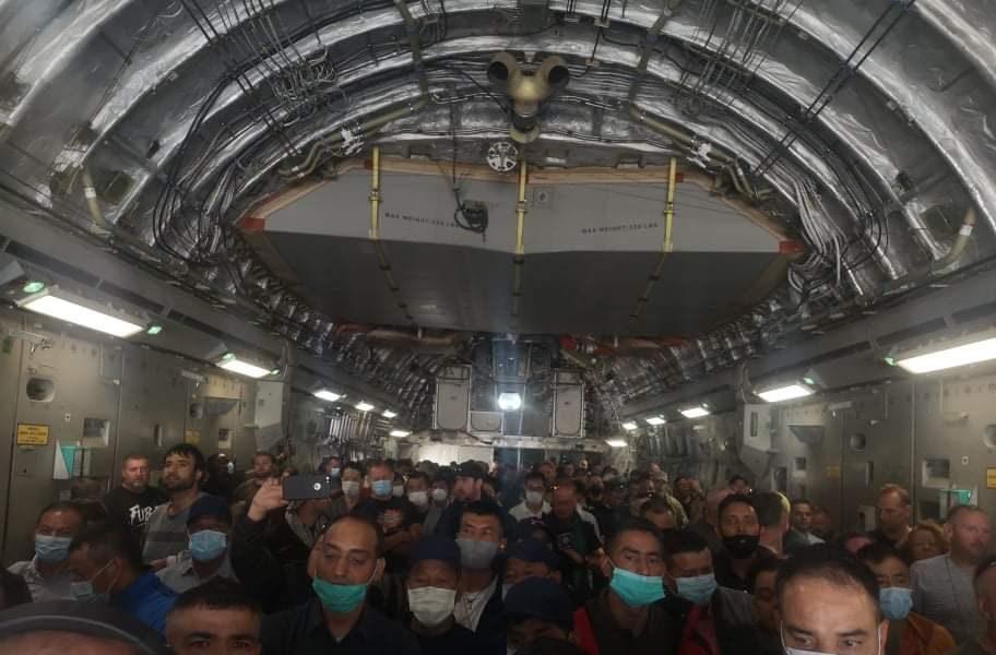 Primii români din Kabul au fost evacuați. Câți au mai rămas în Afganistan